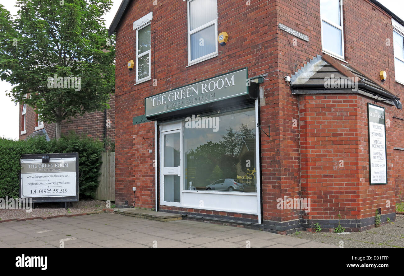 The Green Room Flower Shop Knutsford Rd Road, Grappenhall another business closed due to recession - Stock Image