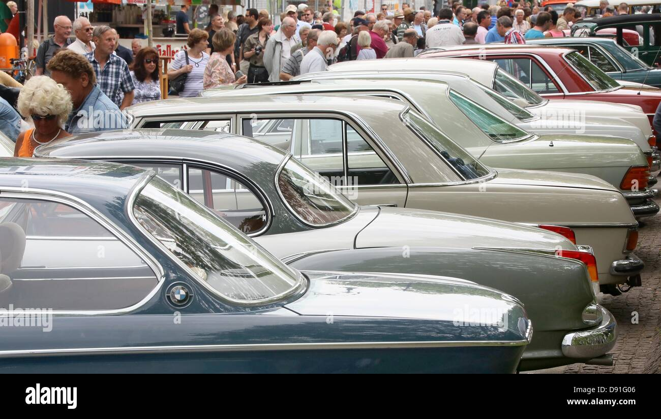 People observe old models of BMW cars at Kurfuerstendamm in Berlin ...