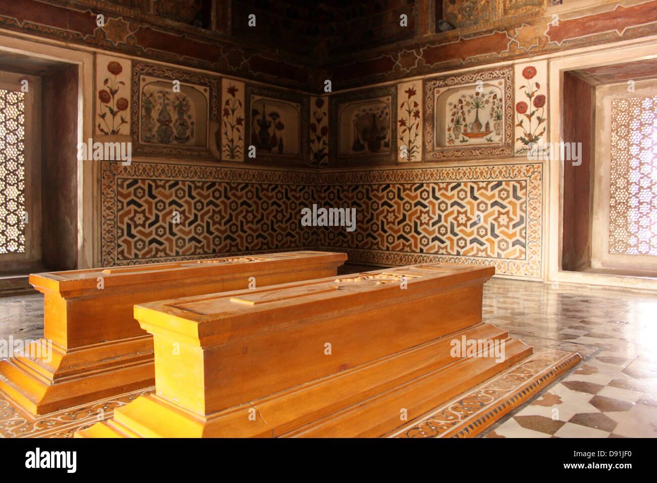 Tombs inside Jewel box or Baby Taj, Mausoleum of Etimad-ud-Daulah Agra India Stock Photo