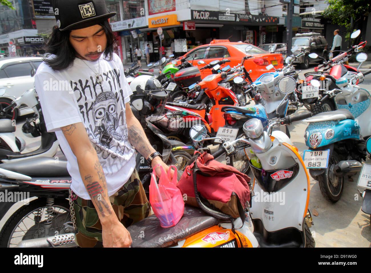 bangkok-thailand-pathum-wan-siam-square-