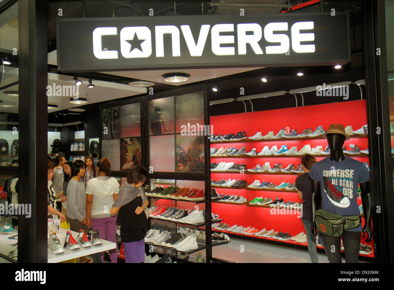 6fc454e06791 Bangkok Thailand Pathum Wan Rama 1 Road Siam Center centre Discovery  complex mall shopping Converse shoes
