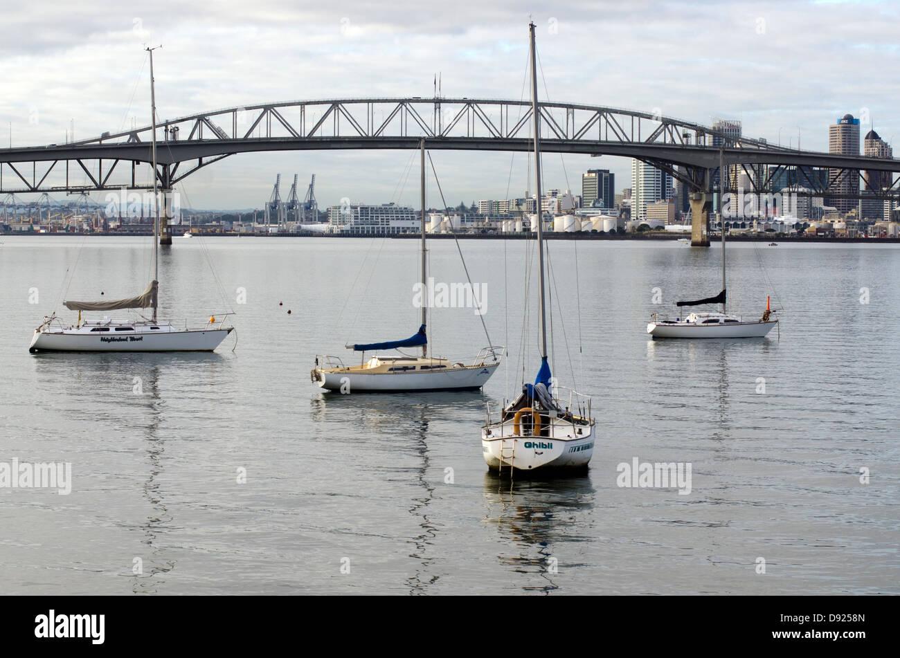 Boats mooring near Auckland Harbour Bridge - Stock Image