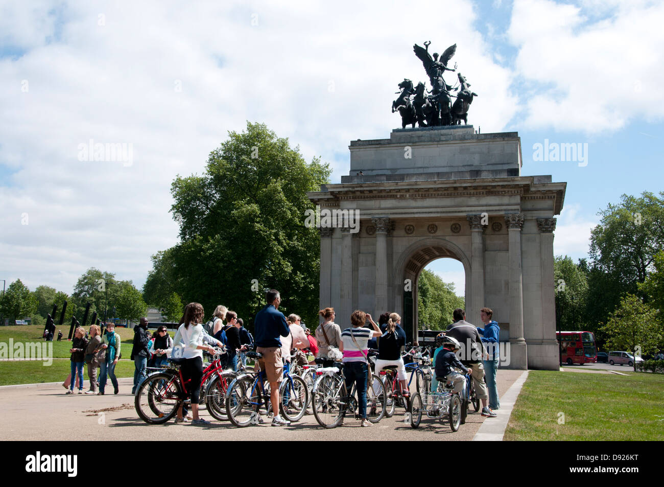 Bike tour of London sights, Hyde Park corner - Stock Image