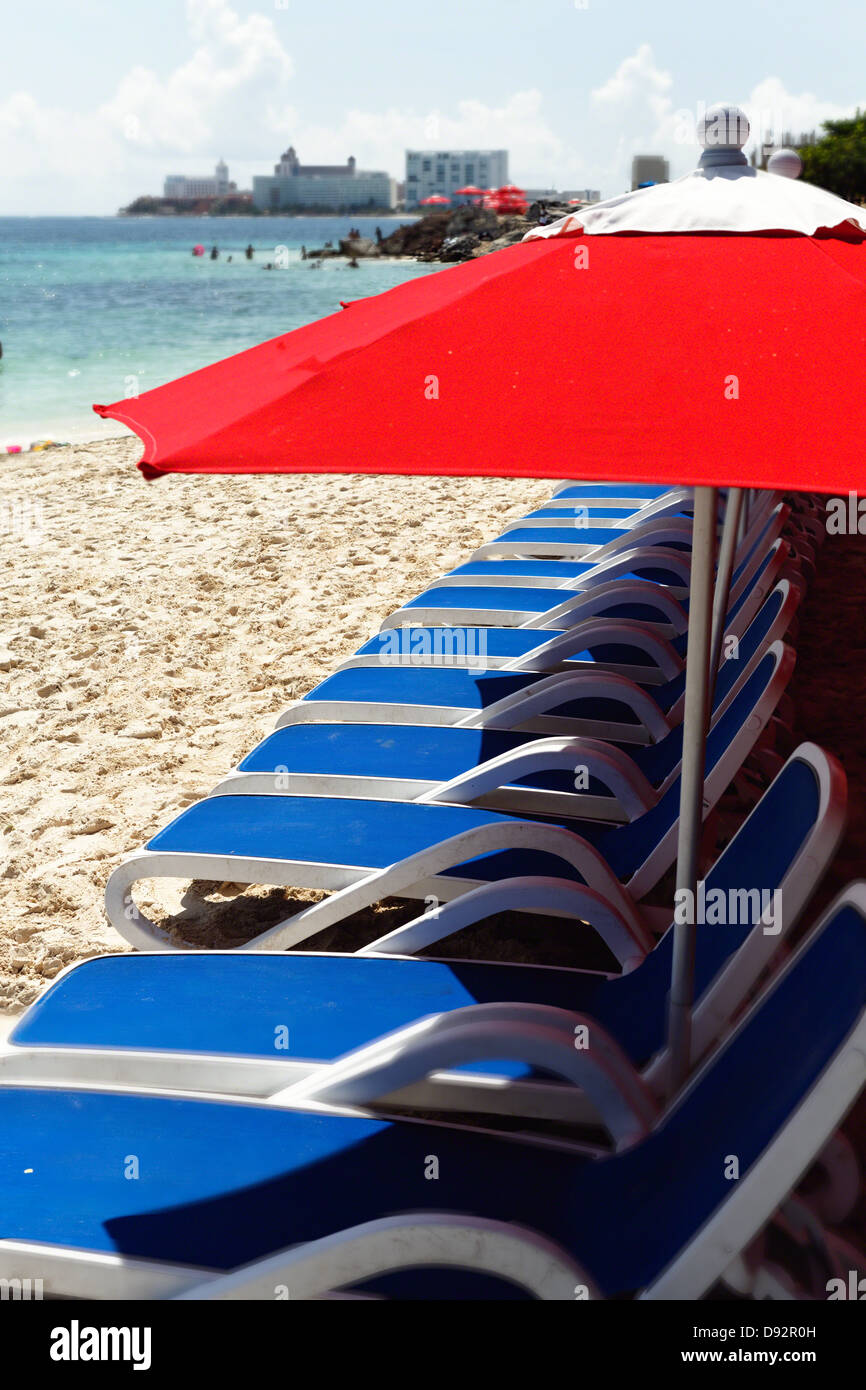 Row of Beach Lunge Chairs and Umbrellas, Cancun, Mayan Riviera, Mexico - Stock Image