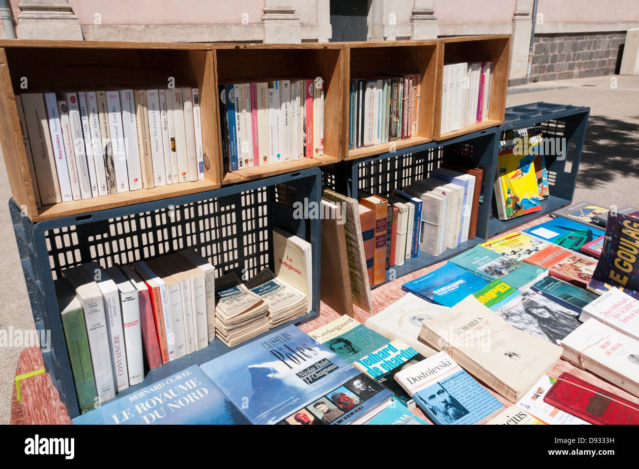 A secondhand book stall on a French market. - Stock Image