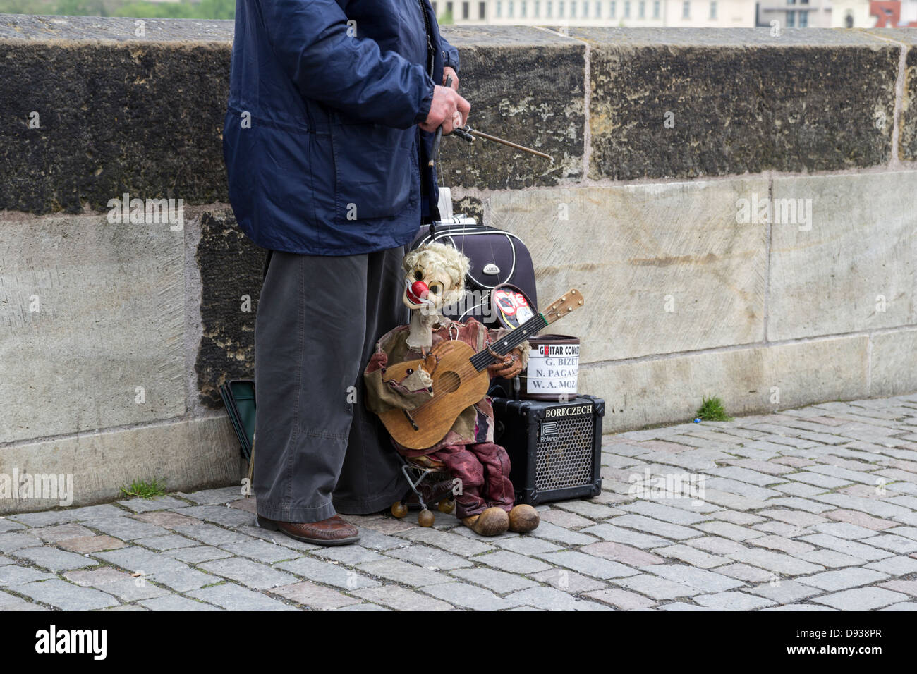 Puppeteer on the Charles bridge in Prague, Czech Republic - Stock Image