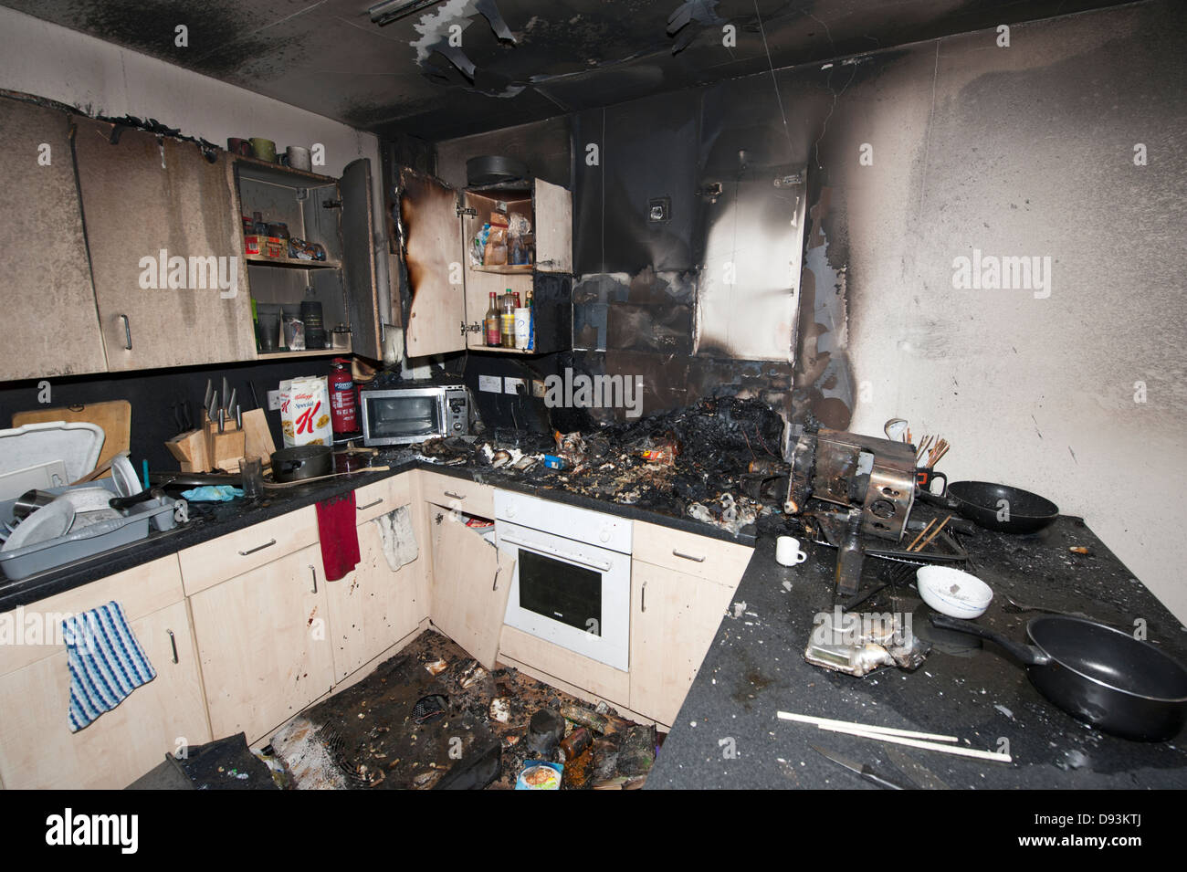 Student Flat Fire Halls Of residence Cooker Pan - Stock Image
