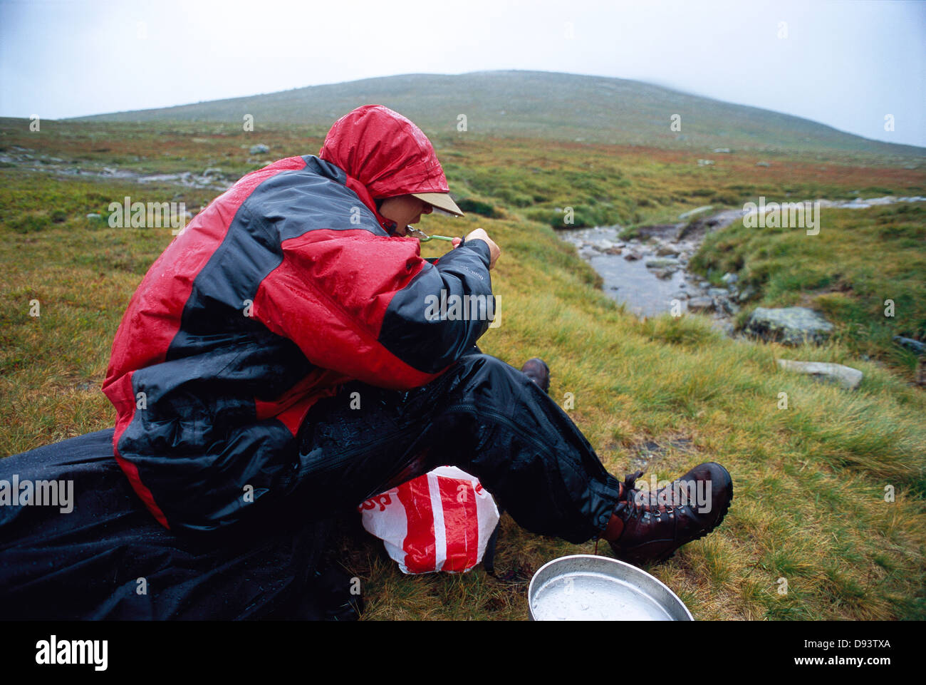 Food break during a hiking excursion. - Stock Image