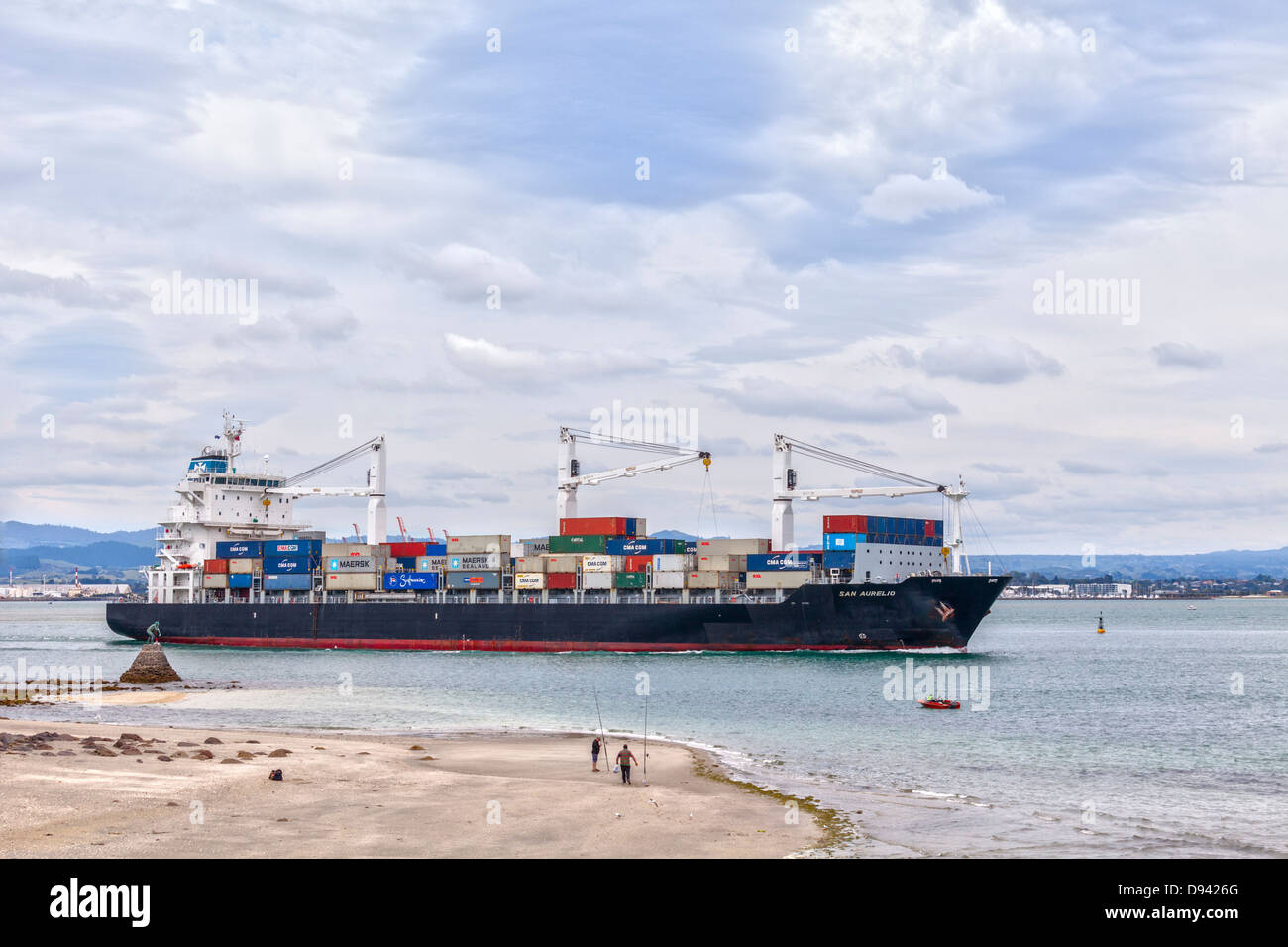 The container ship 'San Aurelio' leaving the Port of Tauranga in the Bay of Plenty Region of New Zealand. - Stock Image