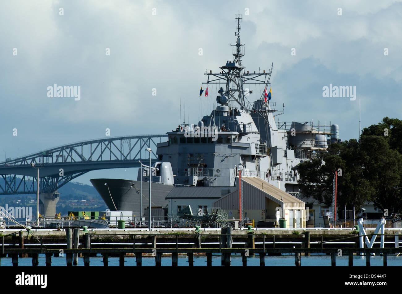 HMNZS Te Mana F111 in Devonport Naval Base, New Zealand - Stock Image