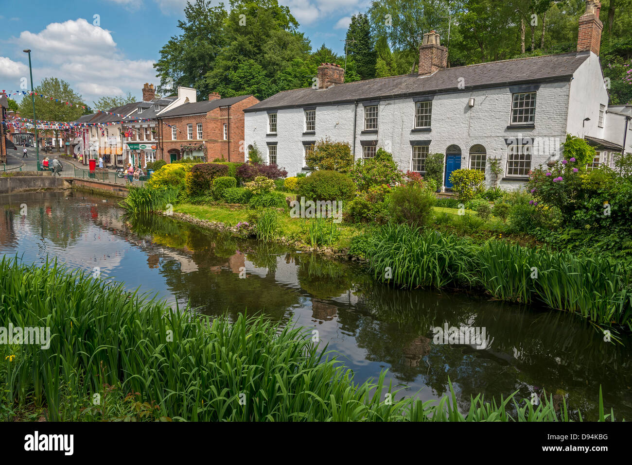 Cottages in the Grove at the bottom of the DIngle at Lymm in Cheshire North West England. - Stock Image