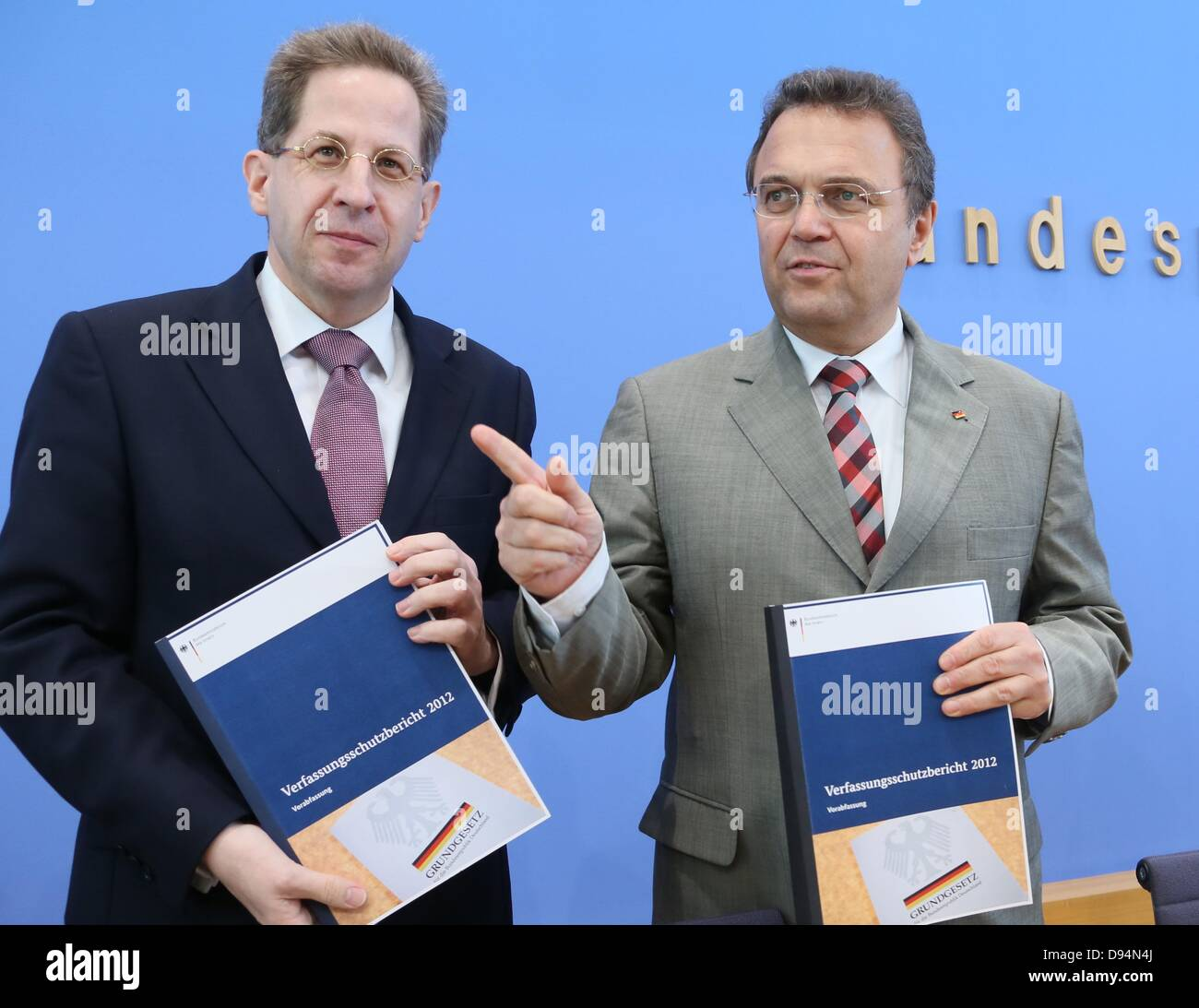 German Inister of the Interior Hans-Peter Friedrich (CSU, R) and president of the Federal Office for the Protection Stock Photo