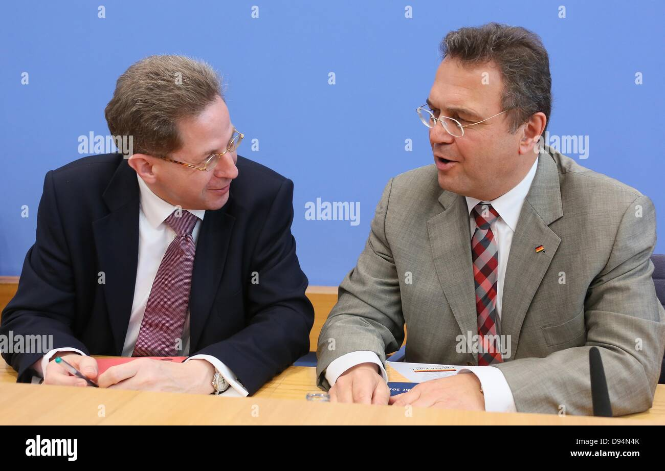 German Minister of the Interior Hans-Peter Friedrich (CSU, R) and president of the Federal Office for the Protection Stock Photo