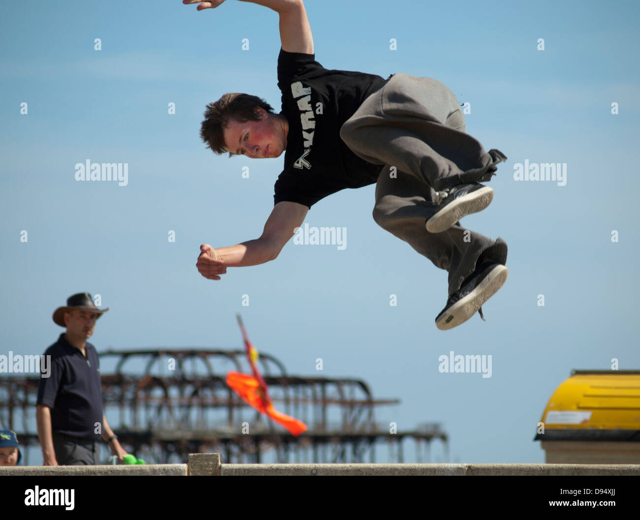 Practicing parkour on the seafront in Brighton - Stock Image
