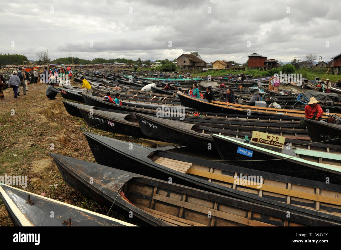 nam pan market at the inle lake,longboats gridlock - Stock Image