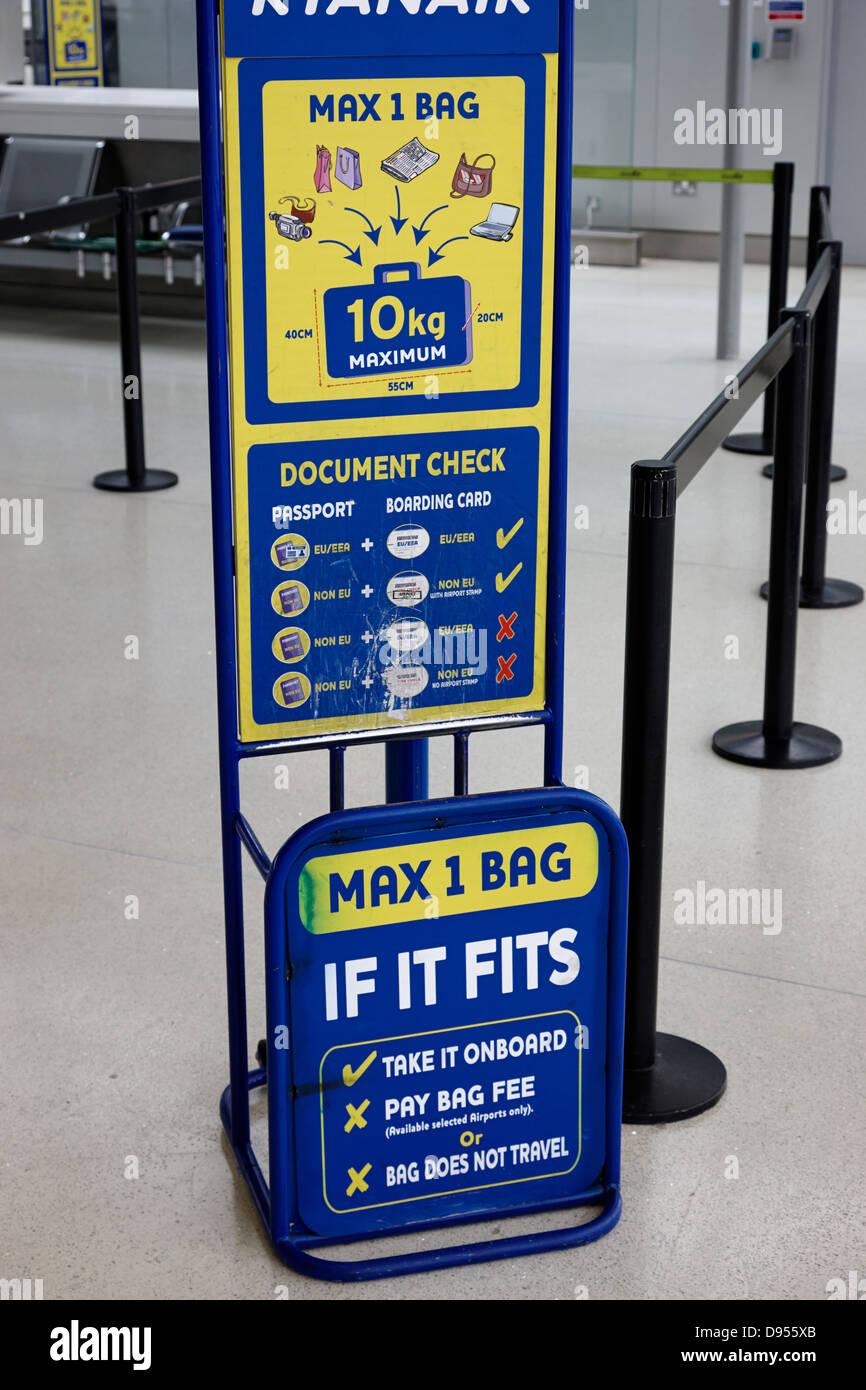 ryanair baggage size check gauge dublin airport terminal 1 ireland - Stock Image