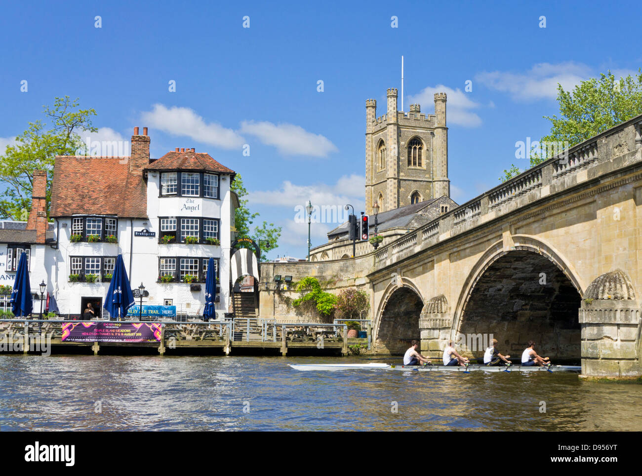 Rowers passing the Angel pub by Henley bridge over the River Thames Henley on Thames Oxfordshire England UK GB EU - Stock Image