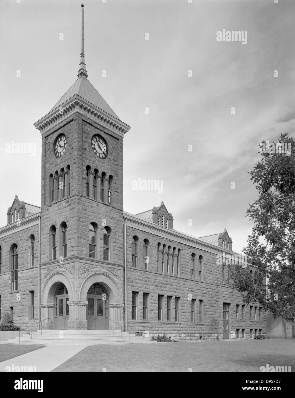 The Coconino County Courthouse in Flagstaff, Arizona. Designed by J.N. Preston, is a red stone Romanesque Revival - Stock Image