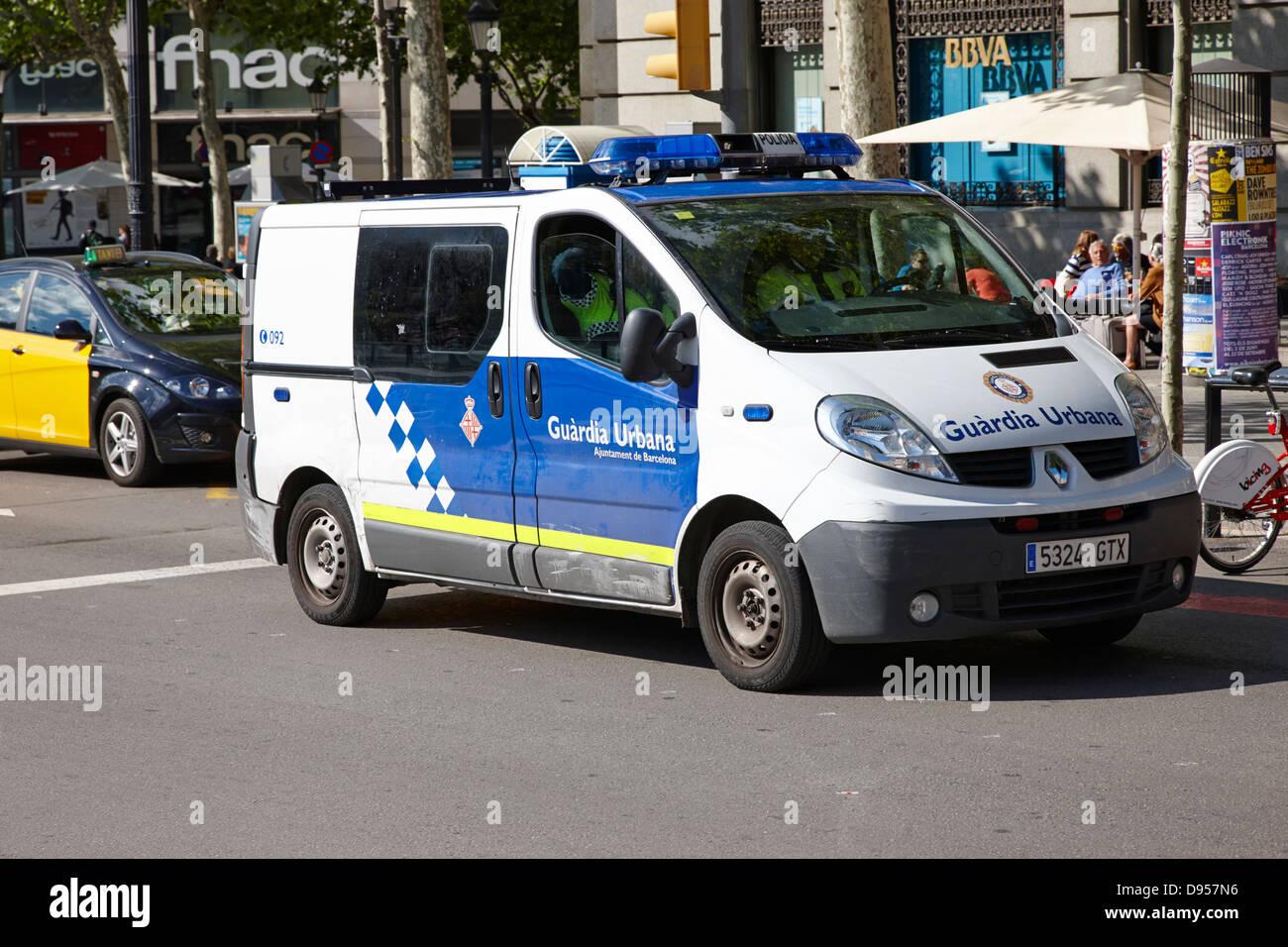 guardia urbana police patrolling city centre of barcelona catalonia spain - Stock Image