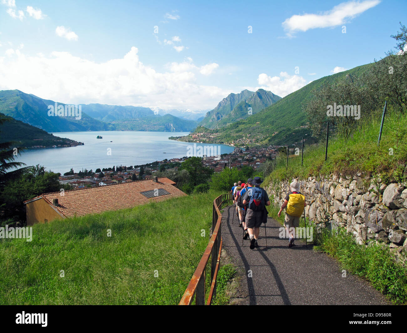 Ramblers near Sulzano Lake Iseo walking the AVR - Stock Image