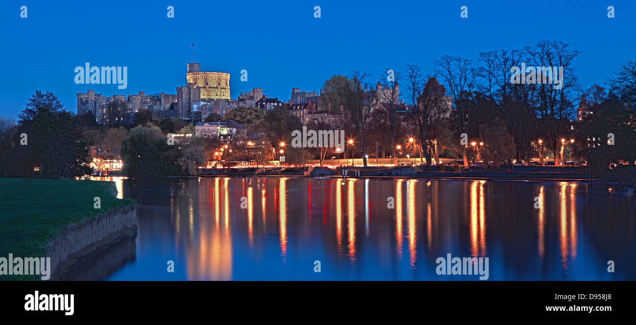 Windsor castle Thames river at dusk, Windsor - Stock Image