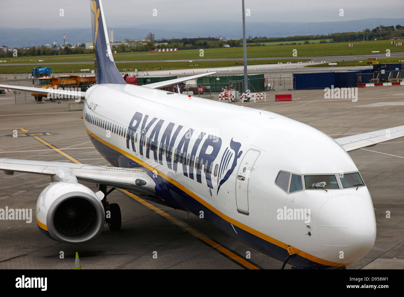 ryanair boeing 737 ei-dlf dublin airport terminal 1 ireland - Stock Image