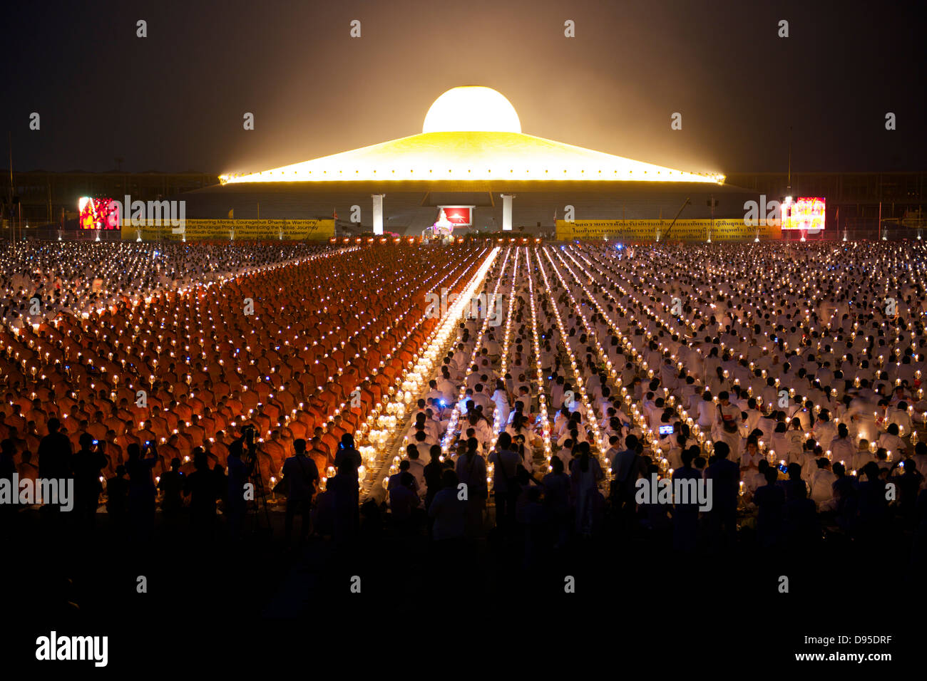 Glow From Wat Phra Dhammakaya Temple At Night Stock Photo 57283619