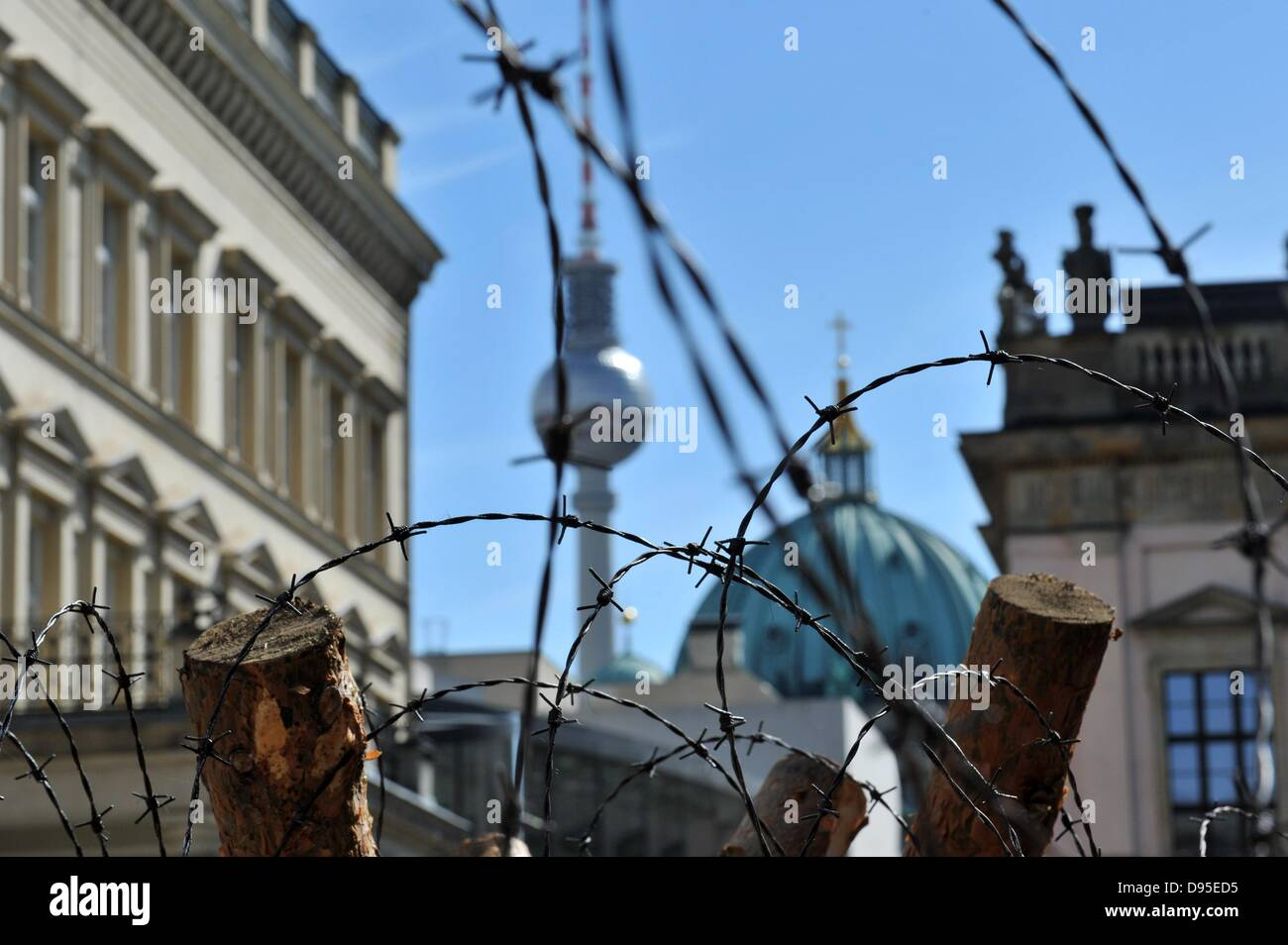 Barbed wire lies near Zeughaus in Berlin, Germany, 11 June 2013. The ...