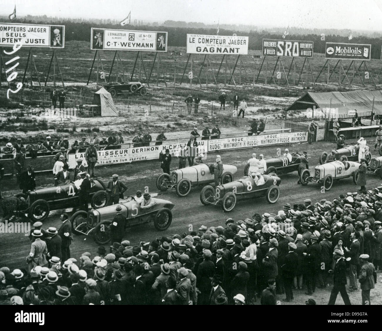 FRENCH GRAND PRIX  at Le Mans on Monday 25 July 1921. The white Duesenbergs at the start are listed in Description - Stock Image
