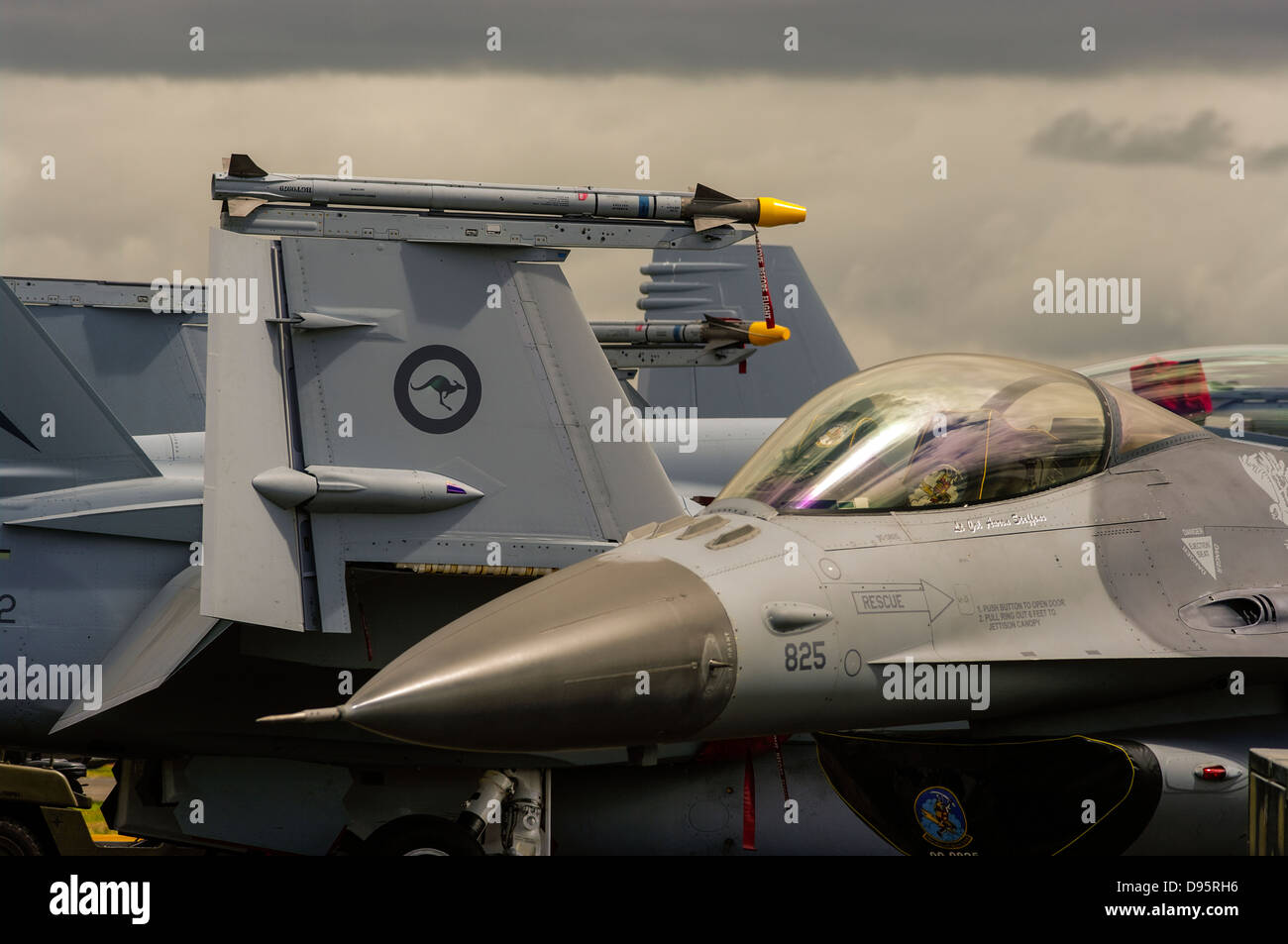 Close up view of a RAAF F-18 Hornet and a USAF F-16 Fighting Falcon fighter jet. - Stock Image