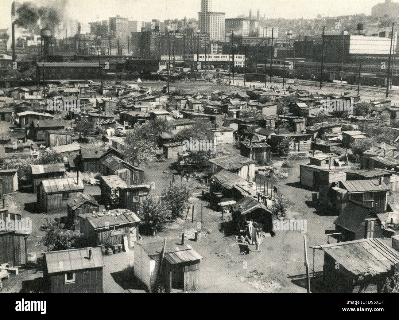 The American Depression 1930s: Thousands of jobless lived in shanty towns nicknamed 'Hoovervilles', earning - Stock Image
