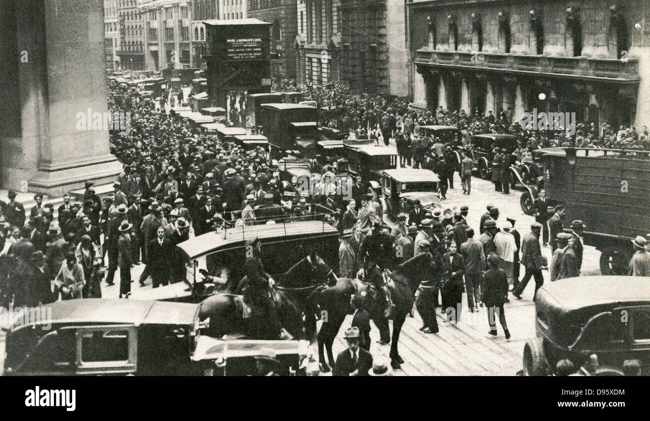Crowds and police outside the New York Stock Exchange after the Wall Street Crash, 24 October 1929 - Black Thursday.Stock Photo