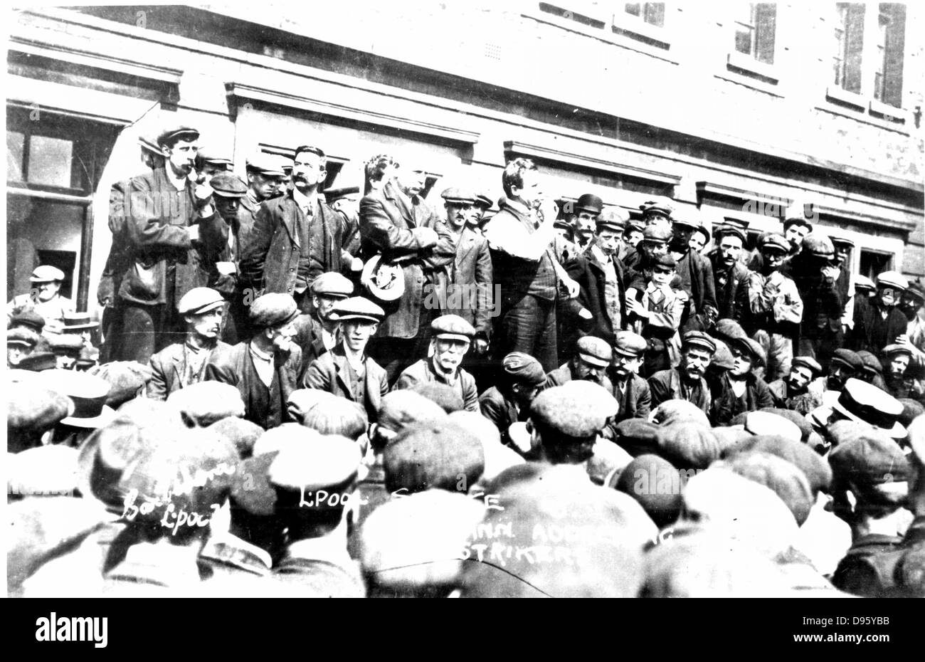 Tom Mann (1886-1941) British trade unionist born Coventry, Warwickshire, addressing the strikers. Photograph. - Stock Image