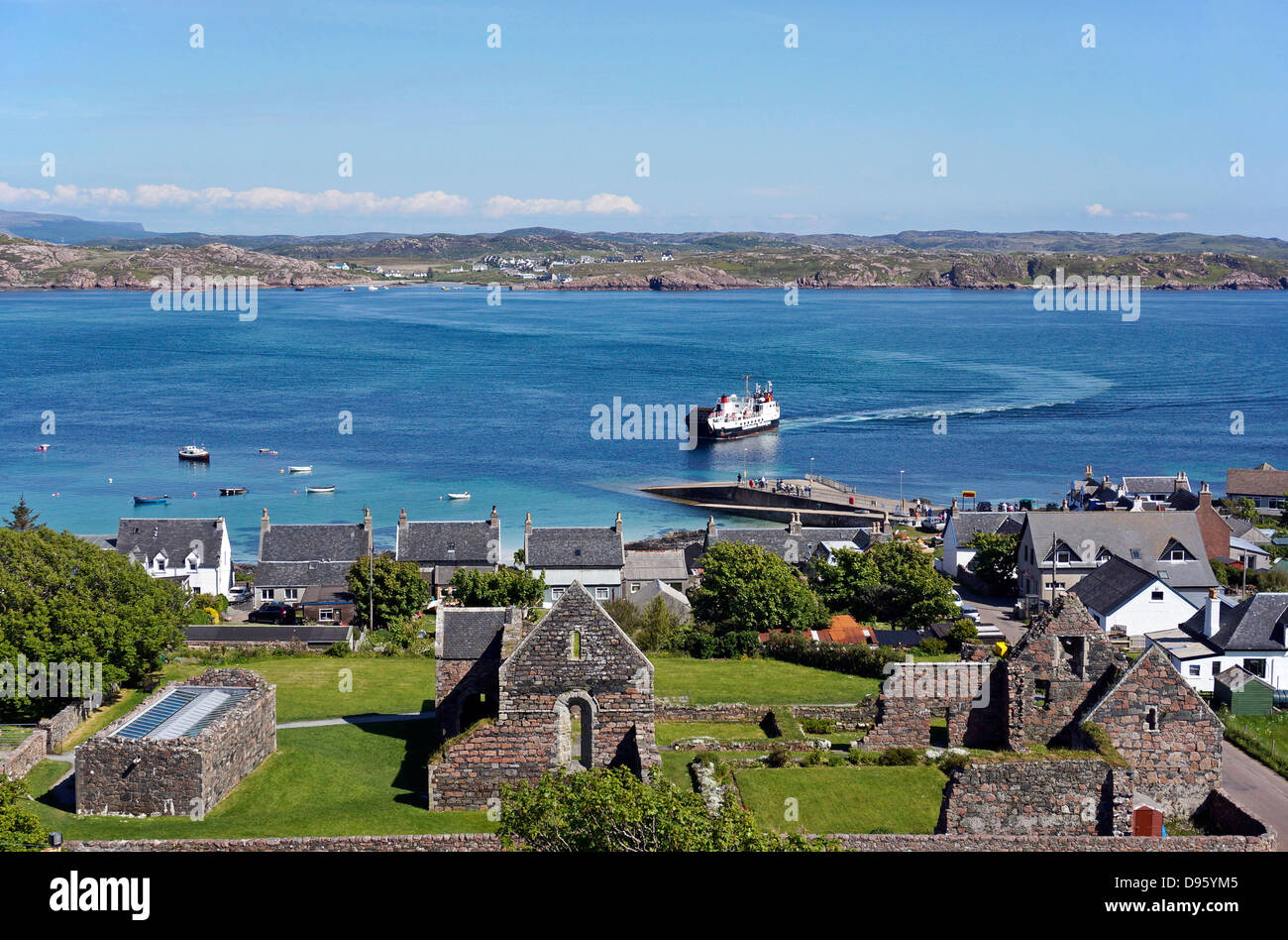 Caledonian MacBrayne car and passenger ferry Loch Buie approaching the pier at Baile Mor on Isle of Iona from Fionnphort - Stock Image