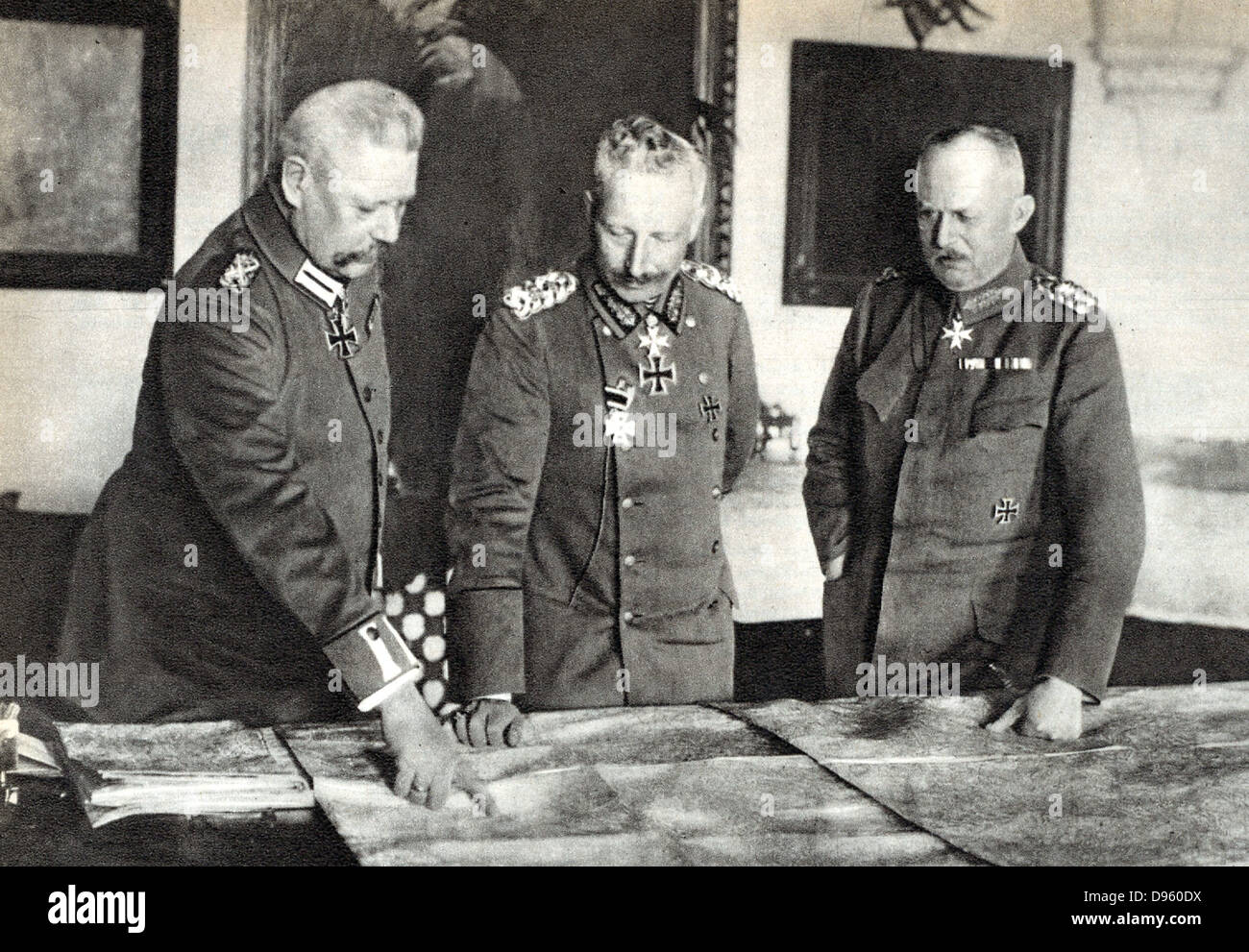 Wilhelm II Germany, centre, in the German High Command Headquarters with Field Marshal Paul von Hindenburg (left) - Stock Image