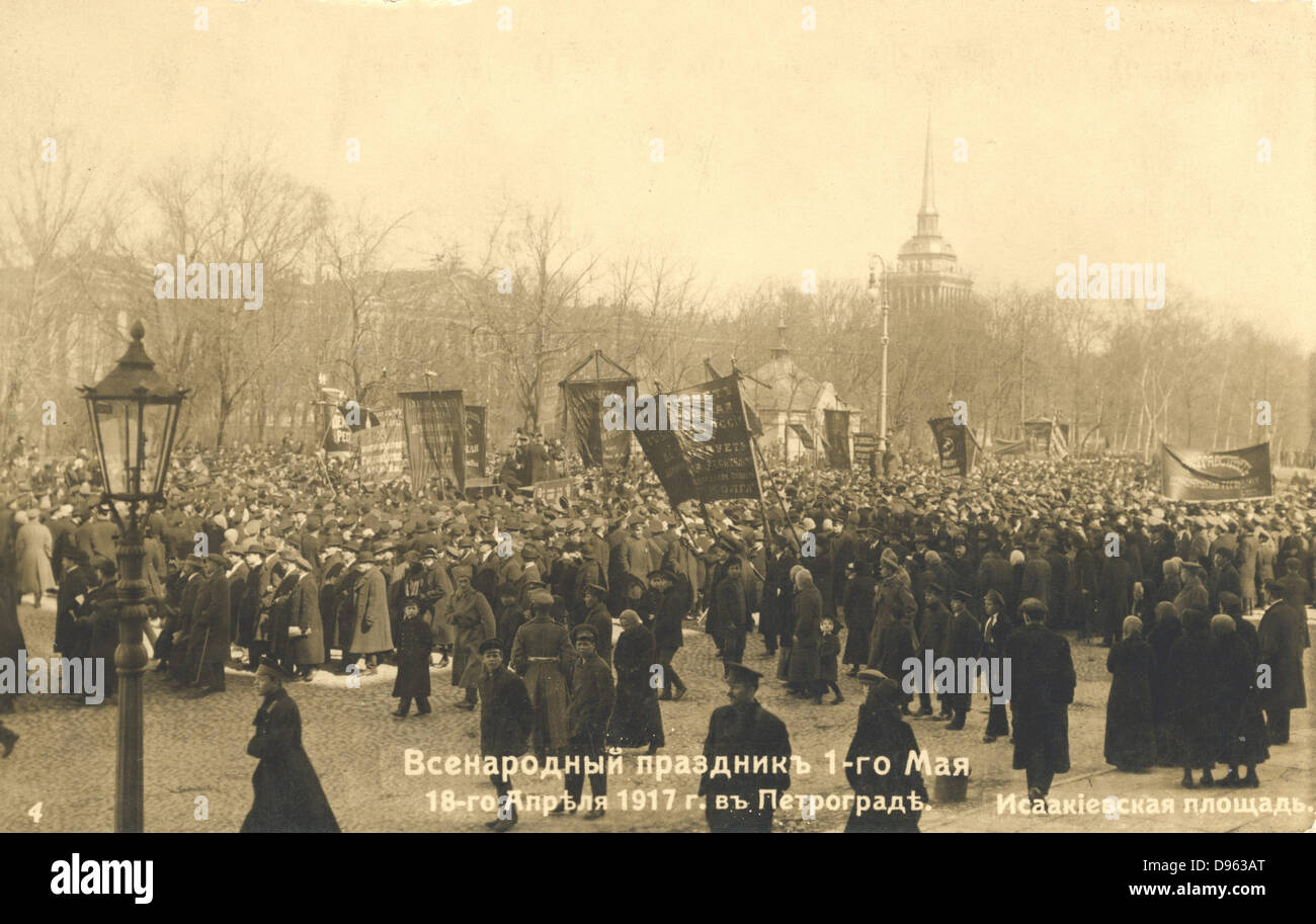 Russian Revolution, 1917: Marchers in St Petersburg - Stock Image