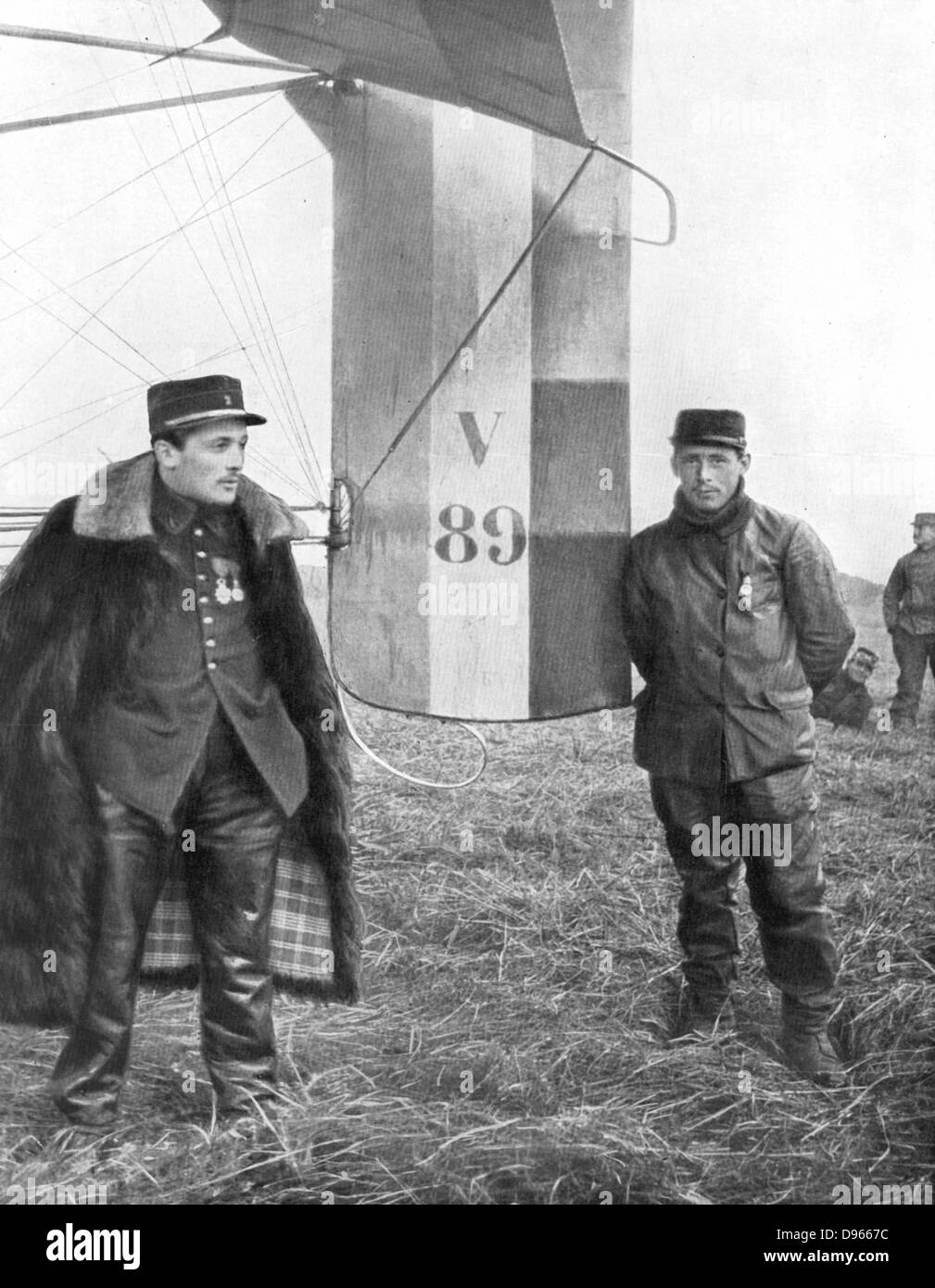 Flight-Sergeant Frantz and his mechanic Guenault who, on 5 October 1914, shot down a German Aviatik from their voisin Stock Photo