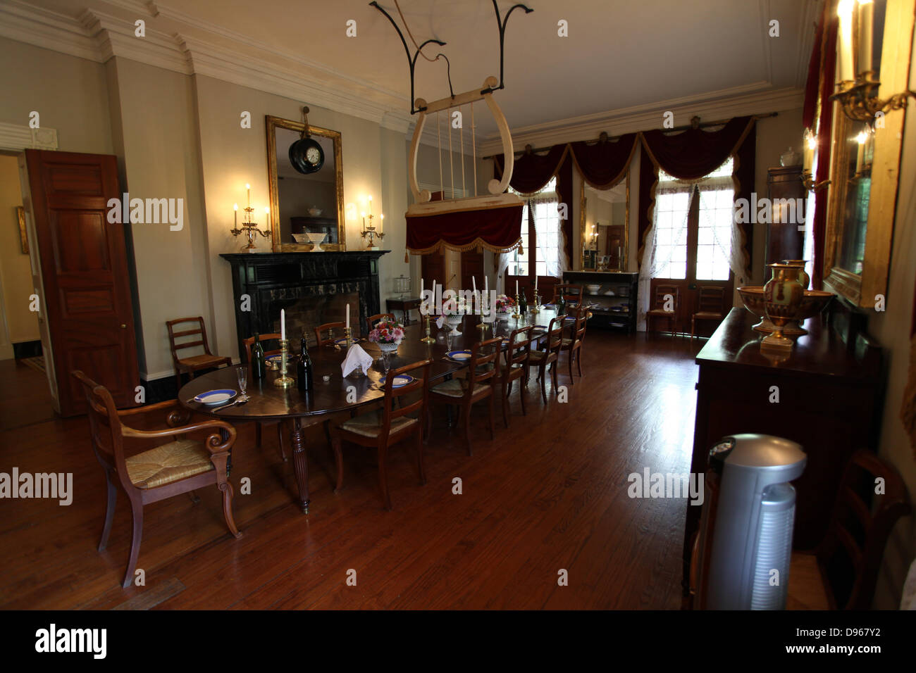 Dining Room In Oak Alley Plantation House Of The Sugarcane Plantation Owner  Jacques Telesphore
