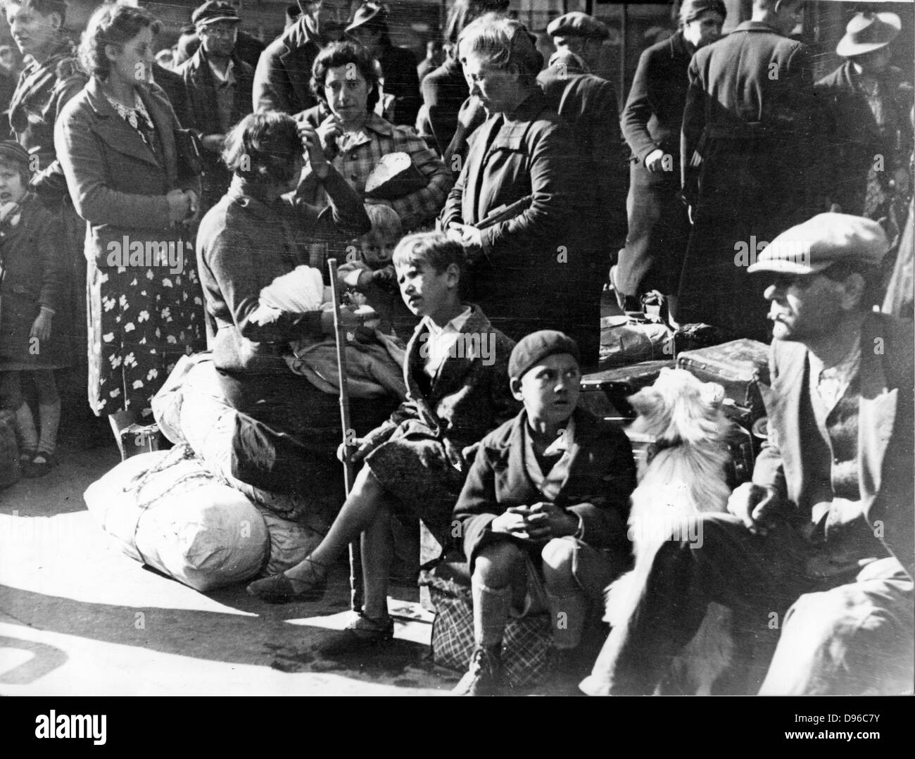 World War II: Paris, July 1940:  Belgian refugee families waiting at the Gare du Nord to be repatriated.  By this - Stock Image