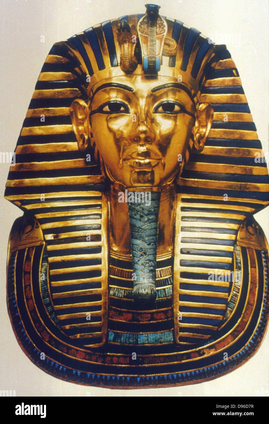 Tutankhamun (Tutankamen), king of Egypt, reigned 1361-1352 BC. 18th Dynasty. Gold and lapis lazuli funerary mask. - Stock Image