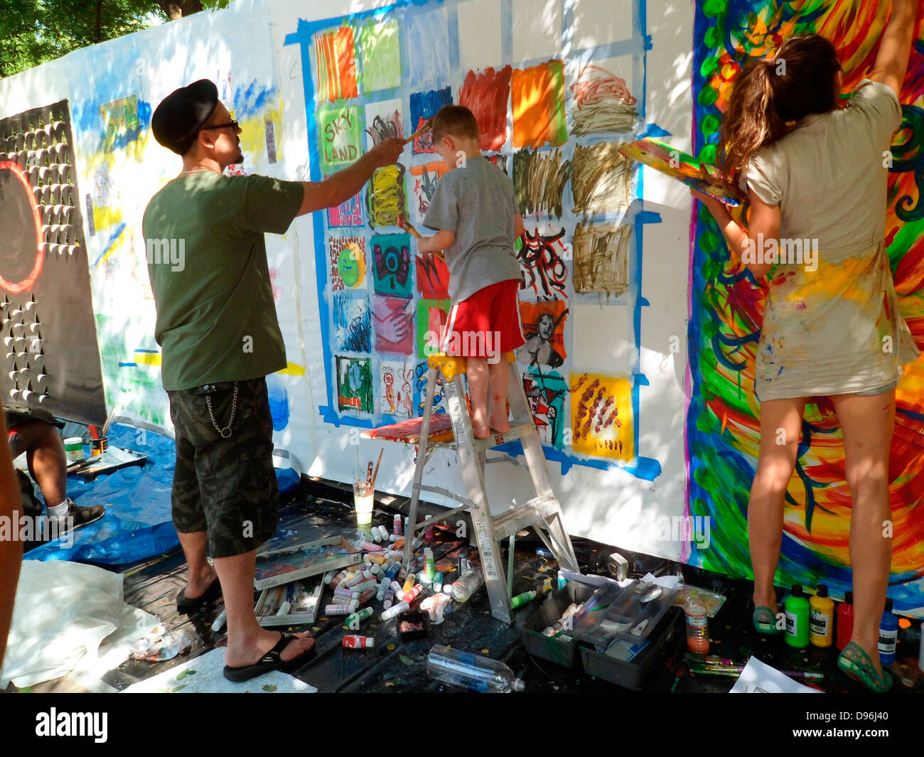 Artists work on their canvas' at the Howl! Festival's 'Art Around the Park' around Tompkins Square - Stock Image