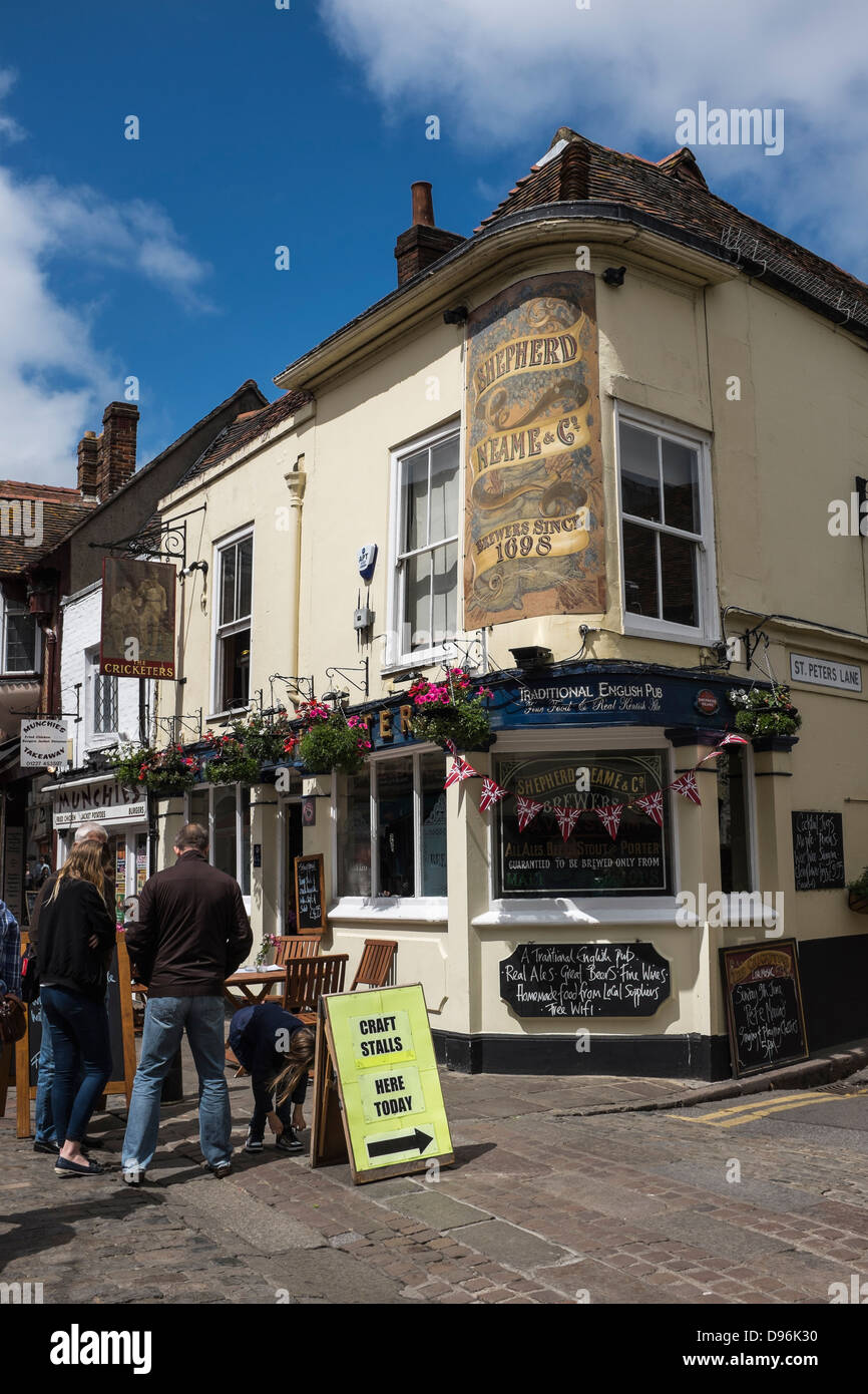'The Cricketers' Public House owned by Shepherd Neame Brewery, Canterbury. - Stock Image