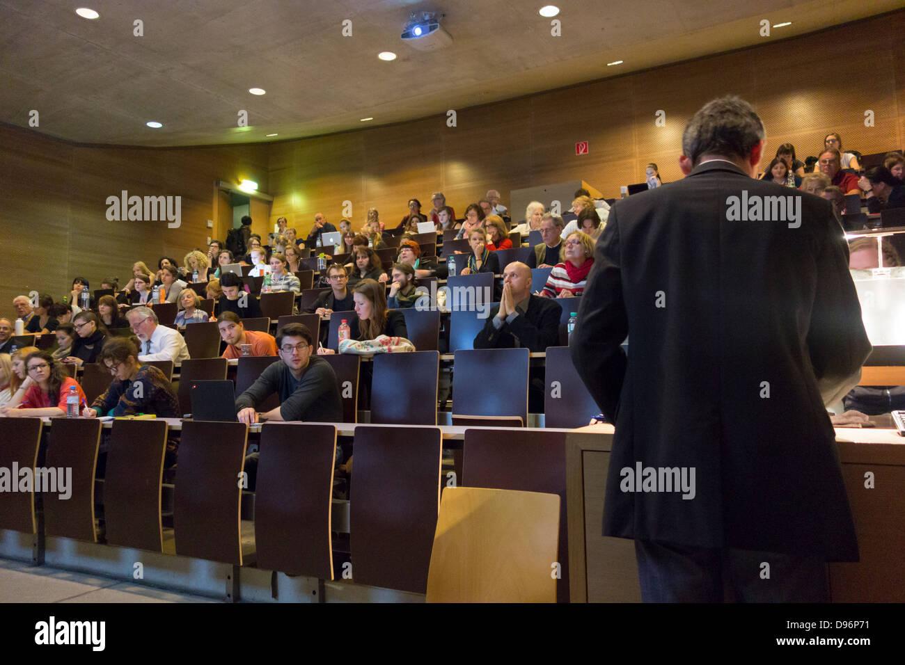 Professor lecturing at Vienna University, Austria - Stock Image