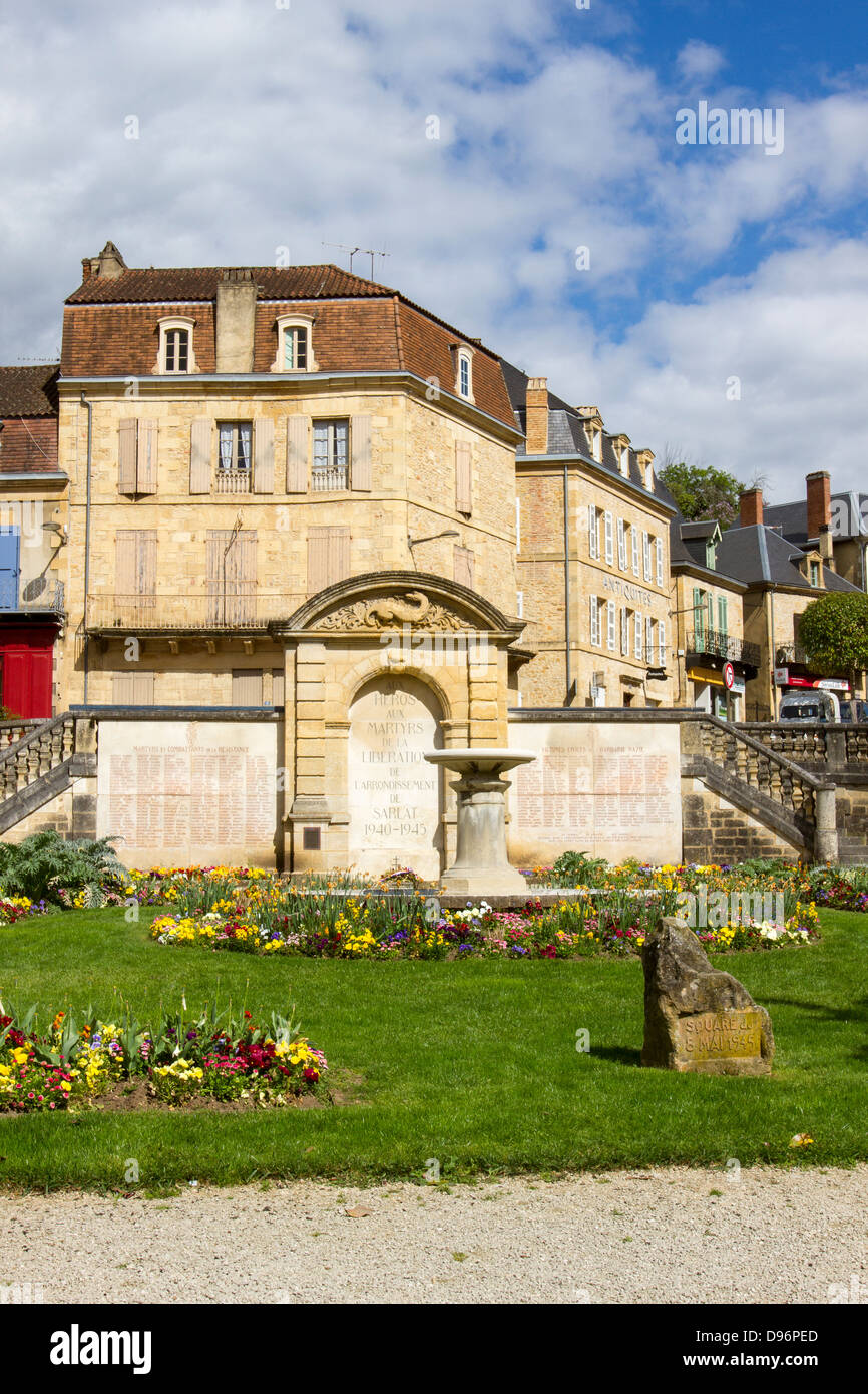 Monument honoring the heroes and martyrs who died during World War II in a lovely park in Sarlat, Dordogne region - Stock Image