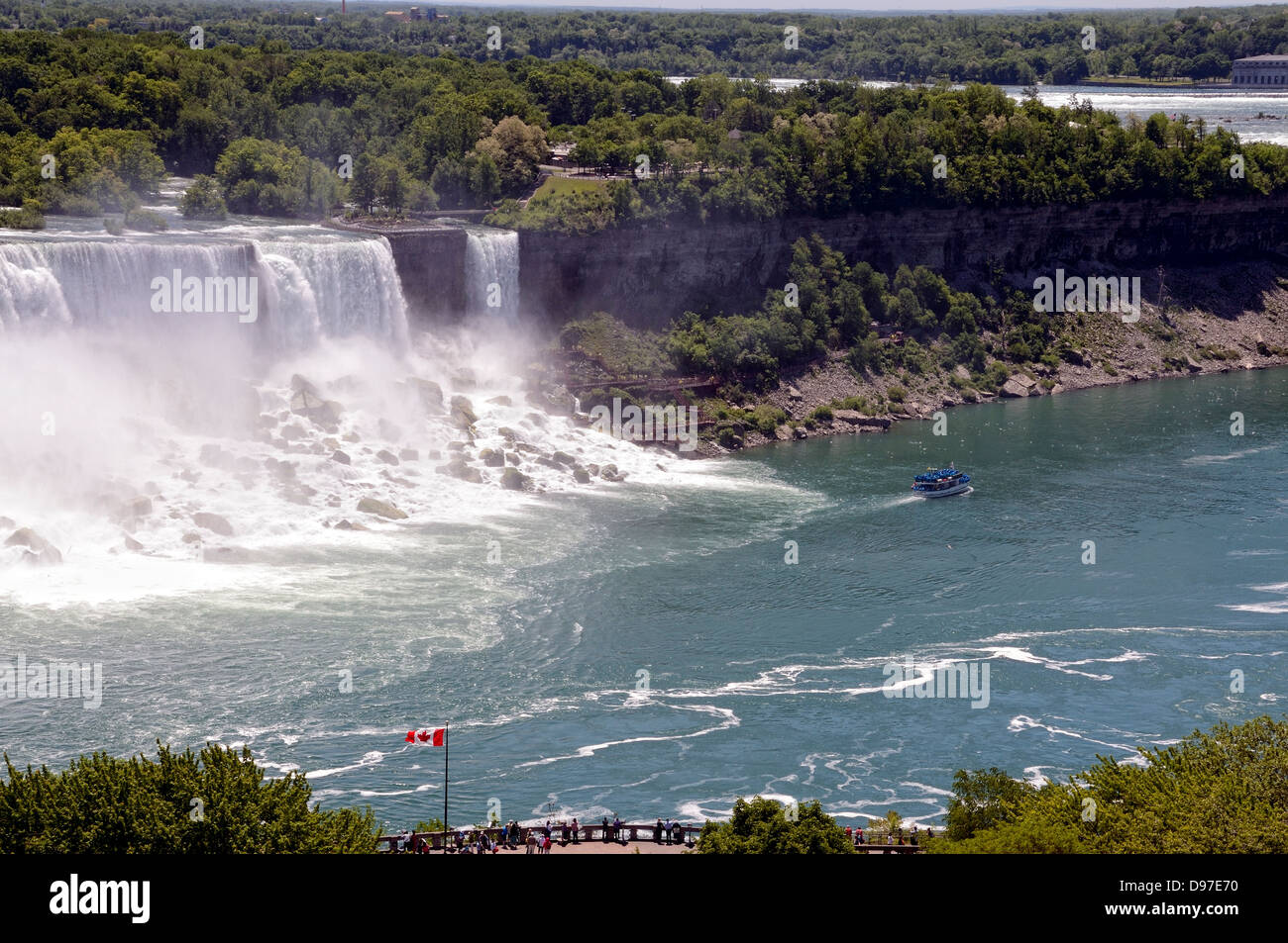 Niagara falls with the American falls and the Bridal Veil with a passing Maid of the Mist Boat. - Stock Image