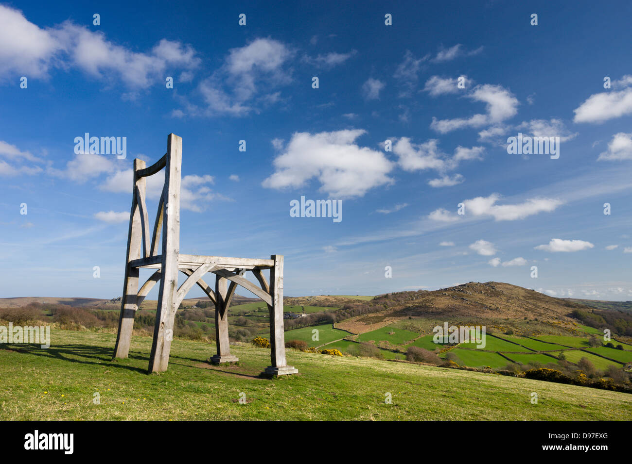 Modern oak wooden sculpture by artist Henry Bruce entitled 'The Giants Chair' at Natsworthy in Dartmoor - Stock Image