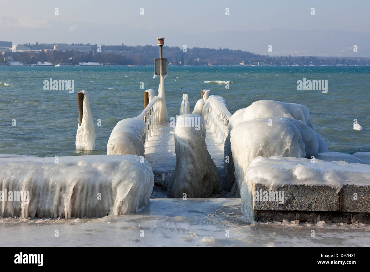 Very cold temperature give ice and freeze at the lake Leman border in Geneve - Stock Image