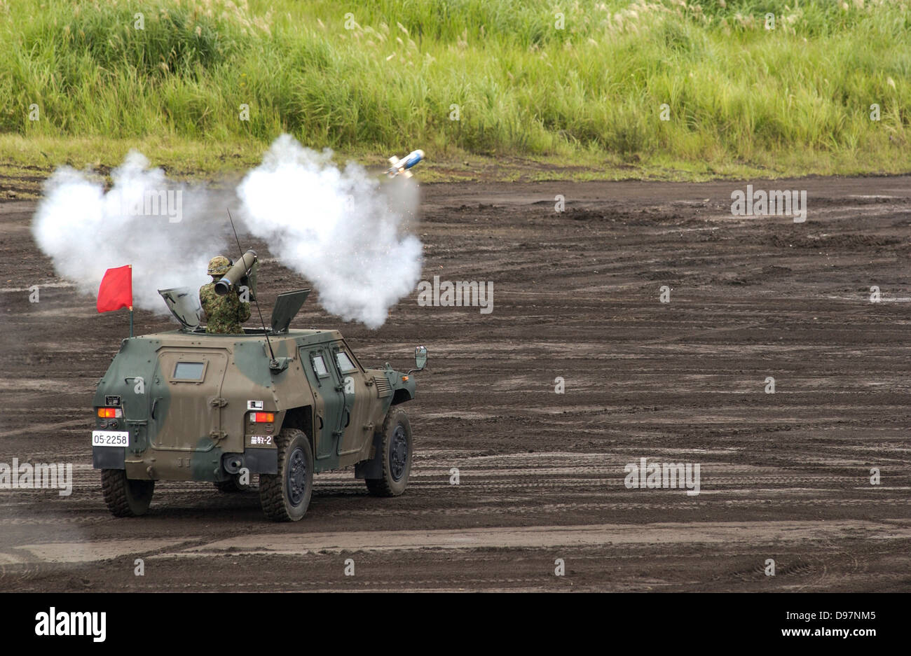 Japan Ground Self-Defense Forces (GSDF) take part in a live fire exercise in Japan Stock Photo
