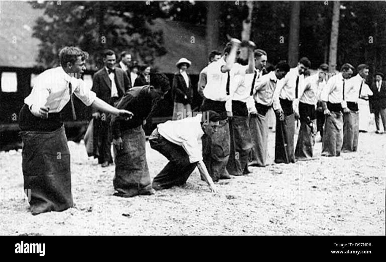 Students enjoying a sack race, University of Washington - Stock Image