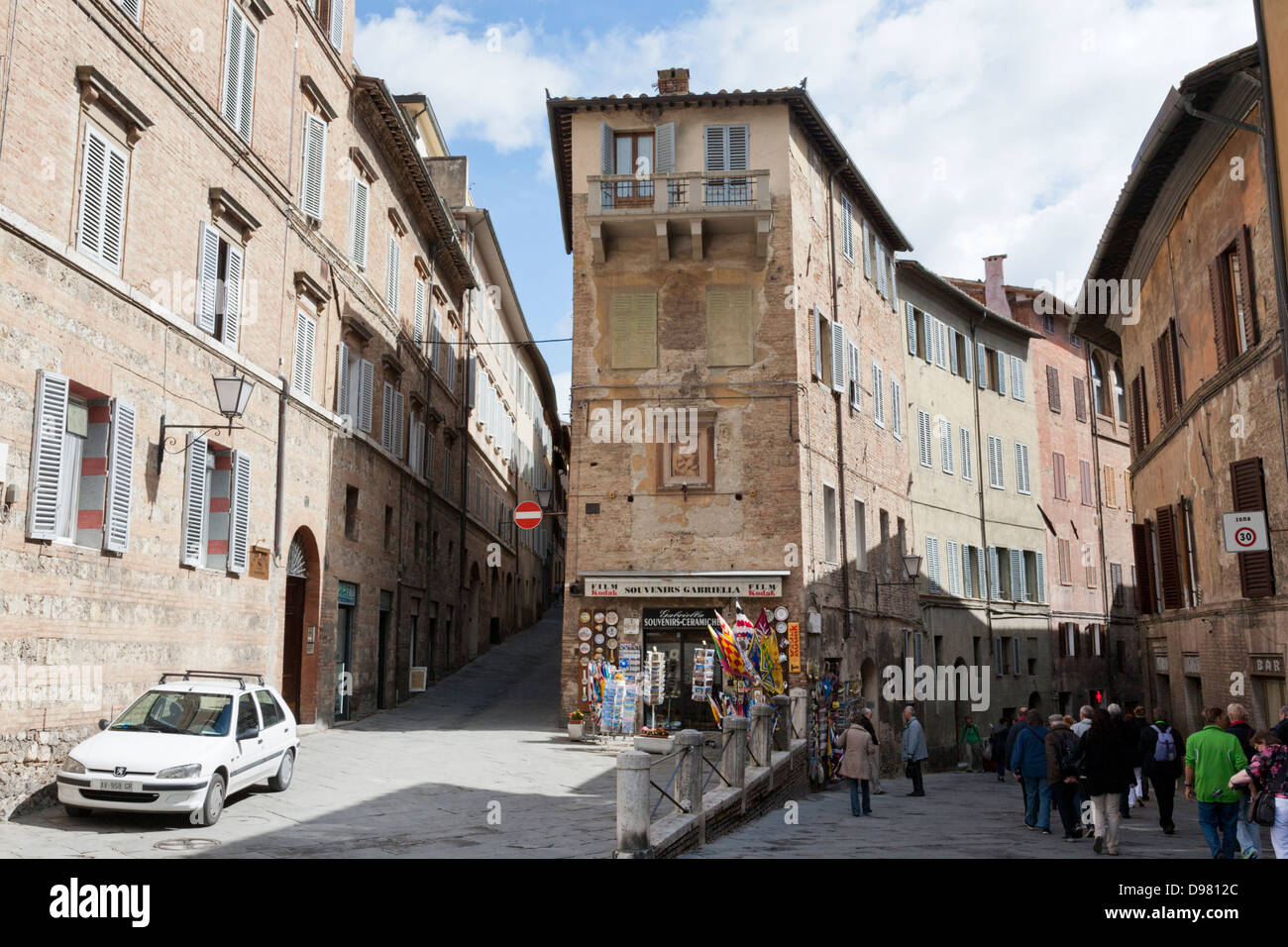 Streets in the medieval centre of Siena, Tuscany, Italy - Stock Image